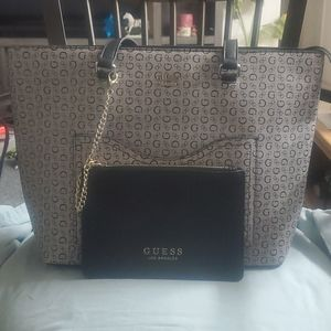 NWOT Guess tote with wristlet